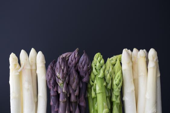 Spargel in verschiedenen Farbvarianten