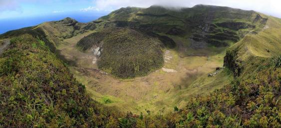 Krater des Vulkans La Soufrière