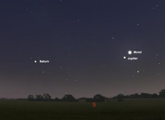 Mond, Jupiter und Saturn am 9. August gegen 22:00 Uhr.