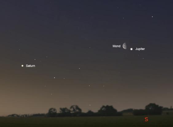 Nachthimmel mit Mond und Jupiter am Morgen des 27. März.
