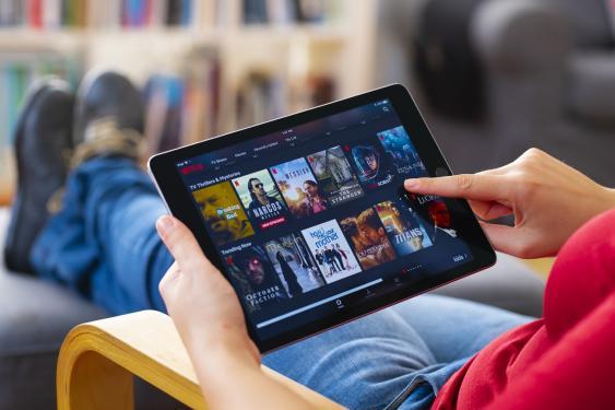 Tablet mit Netflix-Screen