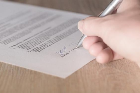 Vertragsunterzeichnung