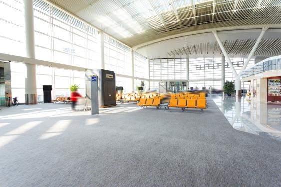 Leere Flughafenhalle