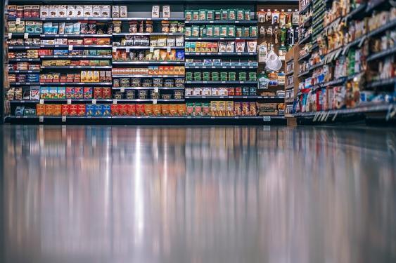 Volle Supermarktregale