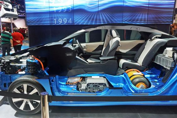 Schnittmodell eines Toyota Mirai mit Brennstoffzellenantrieb