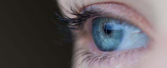 Rechtes Auge einer Frau