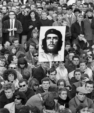 Demo mit Che-Plakat