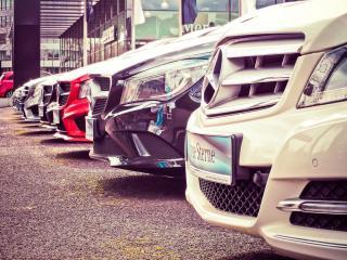 Parkplatz eines Gebrauchtwagenhändlers