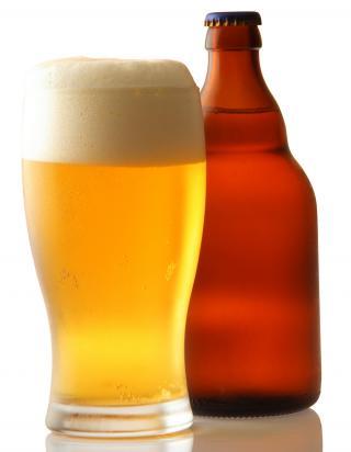 Volles Bierglas + Bierflasche