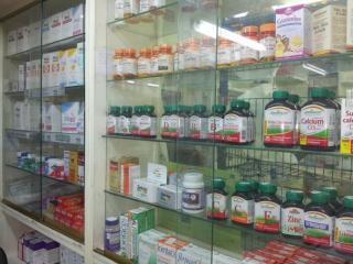 Medikamentenschrank einer Apotheke
