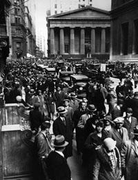 New York 25.10.1929: Menschenmassen beobachten den großen Börsenkrach.jpeg