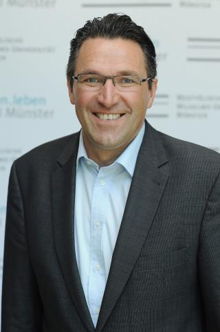Fotoporträt Prof. Dr. Stephan Ludwig