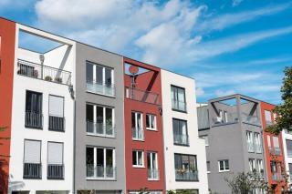 Moderne, mehrstöckige Wohnhäuser