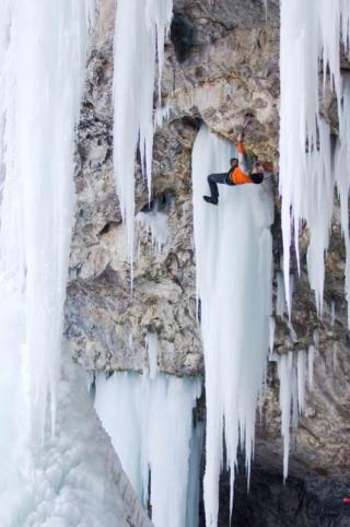 Mixed Climber in der Wand