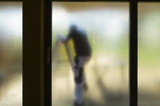 Mit Sichtschutzfolie abgeklebtes Fenster