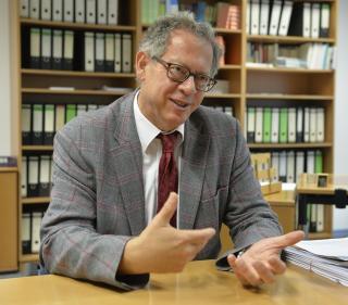 Fotoporträt von Prof. Dr. Roland Sturm