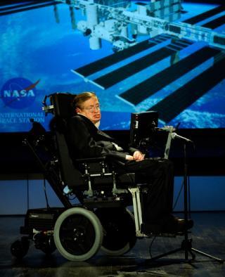 Steven Hawking während eines Vortrags