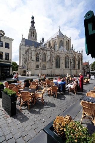 Liebfrauenkirche auf dem Marktplatz von Breda