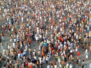Feiernde Menschenmenge