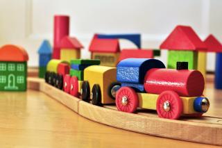 Hölzerne Spielzeug-Eisenbahn