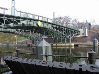 Rosa-Luxemburg-Denkmal am Landwehrkanal