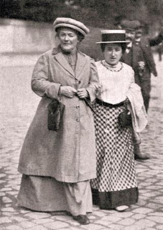 Rosa Luxemburg (rechts) mit Clara Zetkin, 1910 in Magdeburg