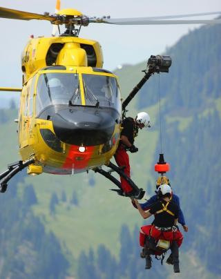 Abseilen vom Hubschrauber mittels Seilwinde