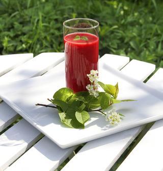 Smoothie: Ein ganzes Glas voll mit Obst und Gemüse.