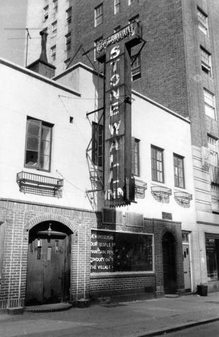 Fassade des Stonewall Inn im New Yorker Szeneviertel Greenwich Village