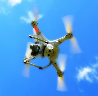Drohne (Quadcopter)