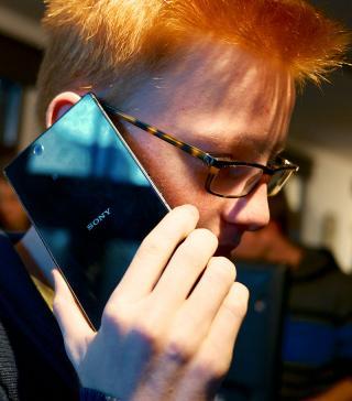 Phablet-User beim Telefonieren