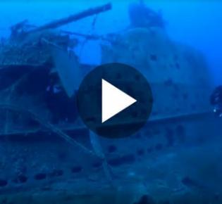Taucher am Wrack des 1941 nach einem Minentreffer gesunkenen U-Bootes HMS Perseus