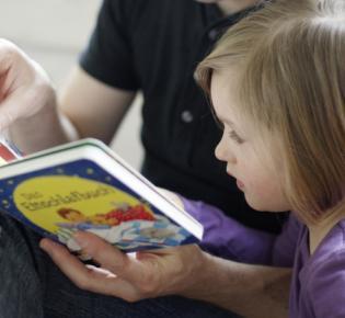 Vorlesender Vater
