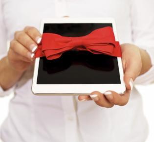 Tablet mit Geschenkschleife