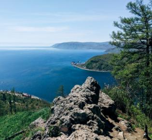 Bewaldetes Ufer am Baikalsee