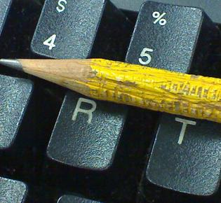 Bleistift auf Tastatur