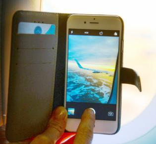 Smartphone-Schnappschuss aus dem Flugzeugfenster