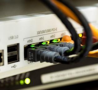 Ethernet-Kabelanschlüsse
