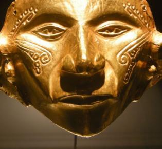 Goldmaske im Goldmuseum von Bogota