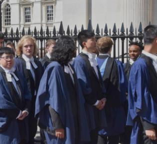 Trinity-College-Studenten am Graduation Day, Cambridge