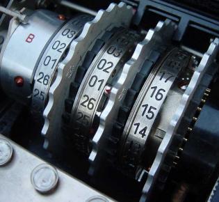 Walzensatz einer Enigma-Maschine mit Umkehrwalze vom Typ B