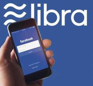 Smartphone mit geöffneter Facebook-App und libra-Logo