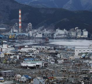 Ofunato in der Präfektur Iwate nach der Tsunamiüberflutung