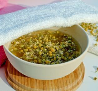 Kamille, Handtuch und heißes Wasser