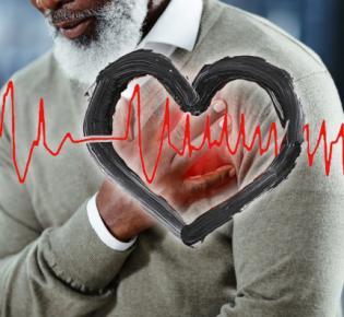 Mann mit Hand über dem Herzen und überlagtertes Ekg