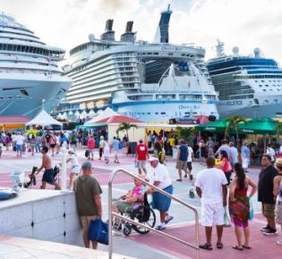 Kreuzfahrtschiffe im Hafen von Philipsburg, St. Maarten