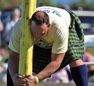 Caber toss beim Virginia Scottish Festival, 2007