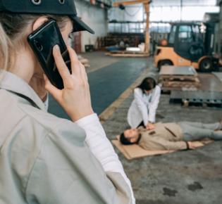 Notruf nach Arbeitsunfall absetzen