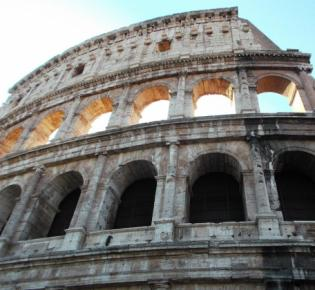 Teilansicht des Kolosseums in Rom