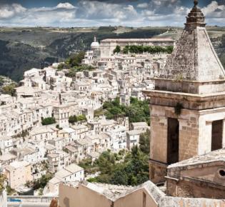 Blick auf Ragusa, Val di Noto, Sizilien
